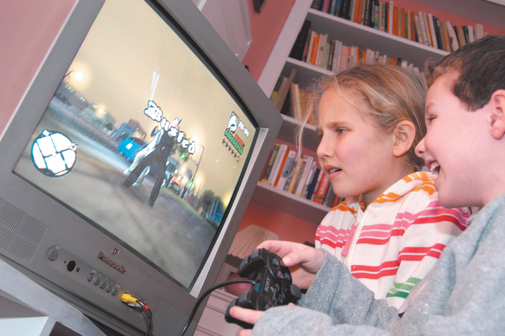 do violent video game make children At a glance research indicates that exposure to violence makes it seem more acceptable to kids today's animation and games are so realistic it can be hard for kids to tell the difference between 'pretend' violence and live action, making some animation just as disturbing as the real thing.